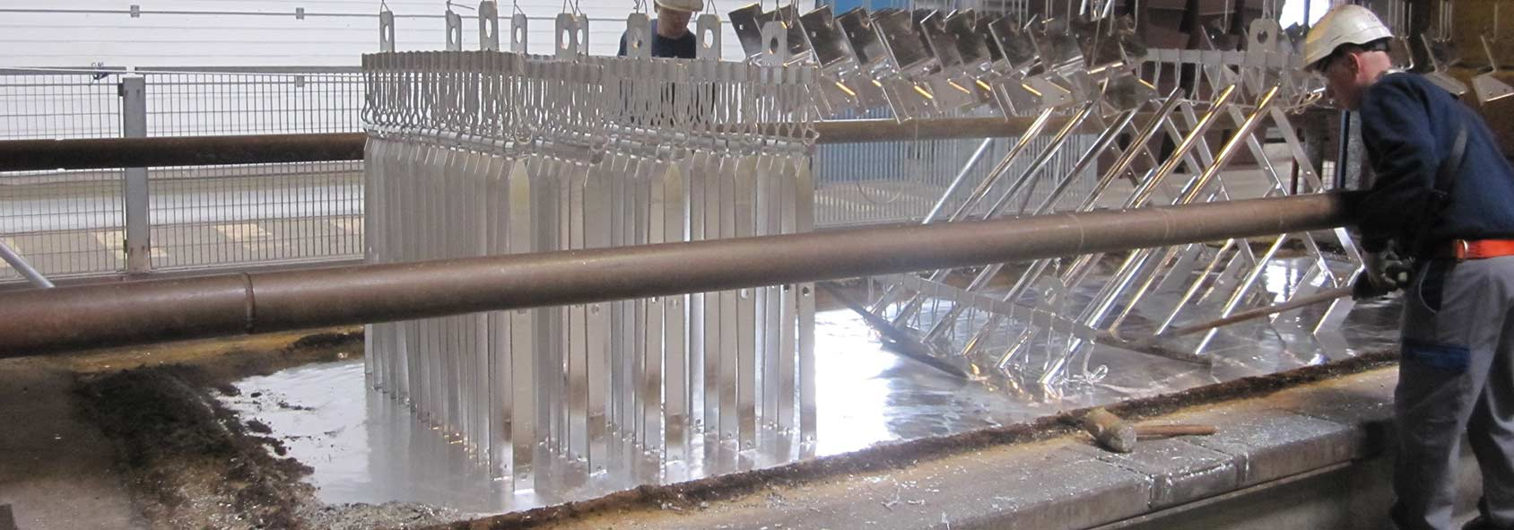 Mesure d'épaisseur de zinc à haute température par ENOVASENSE.  Crédits : ENOVASENSE